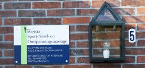 Bordje voor het huis van Carl-Pieter waar de massageruimte zit.